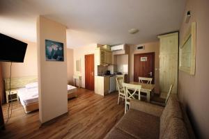 Menada Dawn Park Apartment
