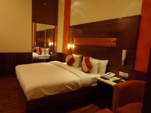 Hotel Aura, Отели  Нью-Дели - big - 107
