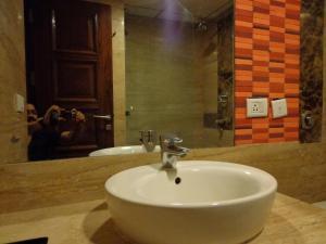 Hotel Aura, Отели  Нью-Дели - big - 34