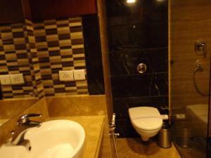 Hotel Aura, Отели  Нью-Дели - big - 116