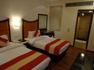 Hotel Aura, Отели  Нью-Дели - big - 36