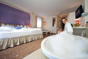 Alpen-Herz Romantik & Spa - Adults Only, Hotely  Ladis - big - 9