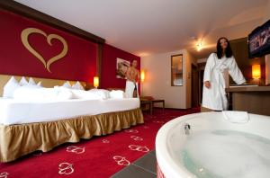 Alpen-Herz Romantik & Spa - Adults Only, Hotely  Ladis - big - 24