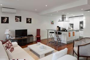 Lisbon Rentals Chiado, Apartments  Lisbon - big - 36