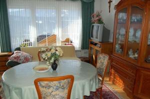 Haus Elfriede, Апартаменты  Мильстат - big - 11