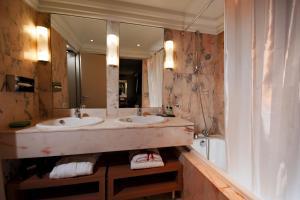 Privilège Hôtel Mermoz, Отели  Тулуза - big - 11