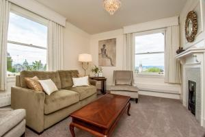 Queen Suite with Harbour View