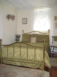 Historic Hill Inn, Bed and Breakfasts  Newport - big - 3