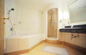 Thermal-Badhotel Kirchler, Hotels  Tux - big - 30