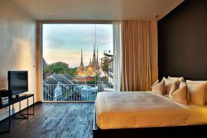 Deluxe Double Room with Wat Pho View