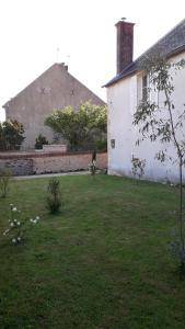 Domaine de lOcrerie Maison dhôte à Pourrain (7.1km).