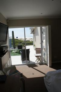 Moya Manzi Beach House, Bed and Breakfasts  Jeffreys Bay - big - 7