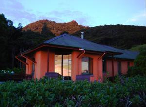 Earthsong Lodge, Chaty v prírode  Tryphena - big - 12