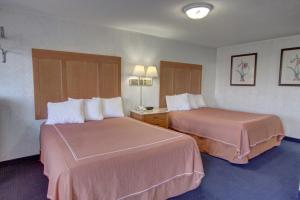Queen Room with Two Queen Beds- Non Smoking