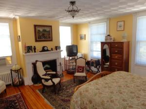 Historic Hill Inn, Bed and Breakfasts  Newport - big - 5