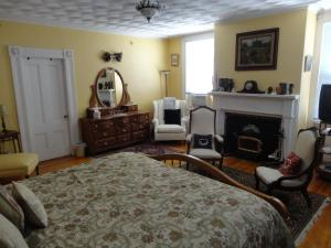 Historic Hill Inn, Bed and Breakfasts  Newport - big - 18