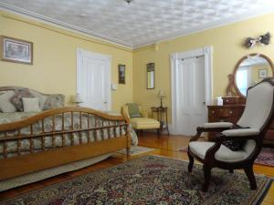 Historic Hill Inn, Bed and Breakfasts  Newport - big - 17