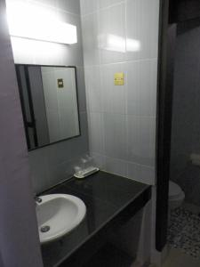 Hotel Prima, Хостелы  Макасар - big - 2