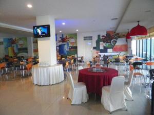 Hotel Prima, Хостелы  Макасар - big - 17