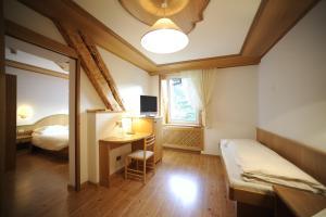 Hotel Vioz, Hotely  Peio Fonti - big - 38