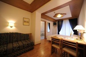 Hotel Vioz, Hotely  Peio Fonti - big - 8