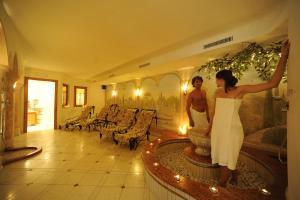 Hotel Vioz, Hotely  Peio Fonti - big - 41