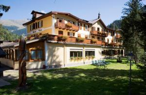 Hotel Vioz, Hotely  Peio Fonti - big - 28