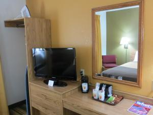 Deluxe Room with a Queen Bed - Non-Smoking