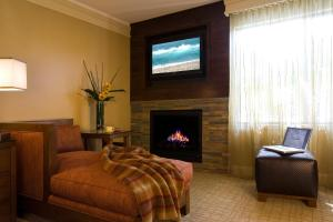 Premier King Room with Fireplace