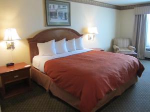 Habitación adaptada para personas de movilidad reducida con cama extragrande