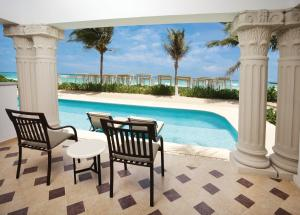 Royal Junior Suite with Pool Access - Ocean Front