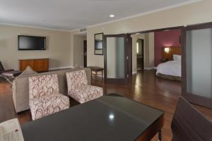 Premium One-Bedroom King Suite with Balcony - Non-Smoking