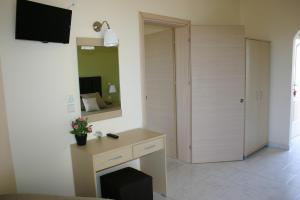Lyristis Studios & Apartments, Апарт-отели  Фалираки - big - 22