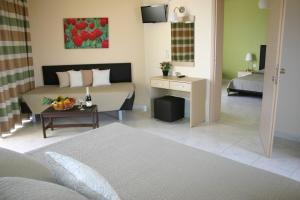 Lyristis Studios & Apartments, Апарт-отели  Фалираки - big - 19