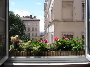 Chambres Les Soyeuses, Bed and breakfasts  Lyon - big - 1