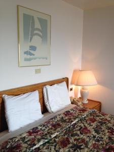 Deluxe Oceanfront Queen Room