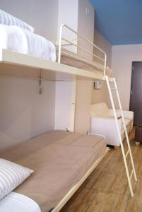 Familieværelse med 2 queensize-senge og balkon