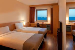 Standard Room with 1 queen-size bed Sea view