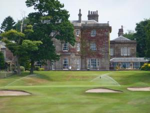 Shaw Hill Hotel Golf And Country Club