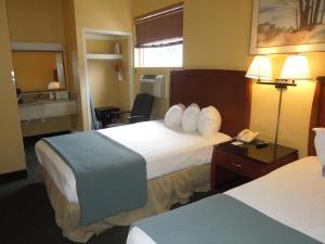 Pokój dwuosobowy dla palących z 2 łóżkami podwójnymi