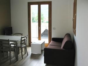 Residence Borgo Del Cigno, Apartmánové hotely  Spinone Al Lago - big - 9
