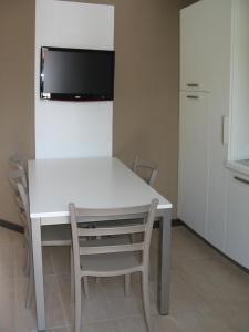 Residence Borgo Del Cigno, Apartmánové hotely  Spinone Al Lago - big - 3