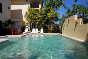 Bay Village Tropical Retreat &..