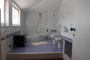 Silvia, Apartments  Sarzana - big - 18