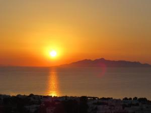 Nascer do sol de Acropole (Kamari)