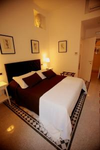 Quiet Double Room with Garden View and Balcony