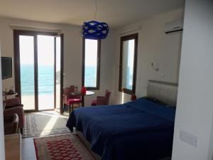 Beach Villa Pantheon, Vily  Pomos - big - 29
