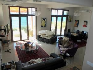 Beach Villa Pantheon, Vily  Pomos - big - 25