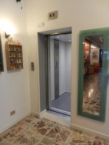Hotel Angelini, Hotely  Nago-Torbole - big - 27