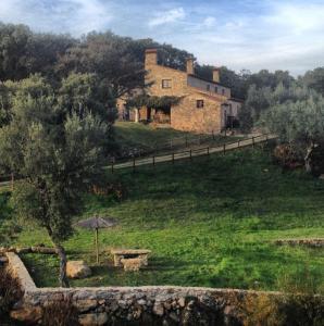 Apartamentos Rurales La Macera, Rocamador Y Valbon